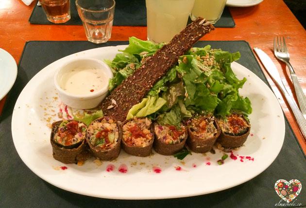 Rolls de masa deshidratada de semillas y alga nori