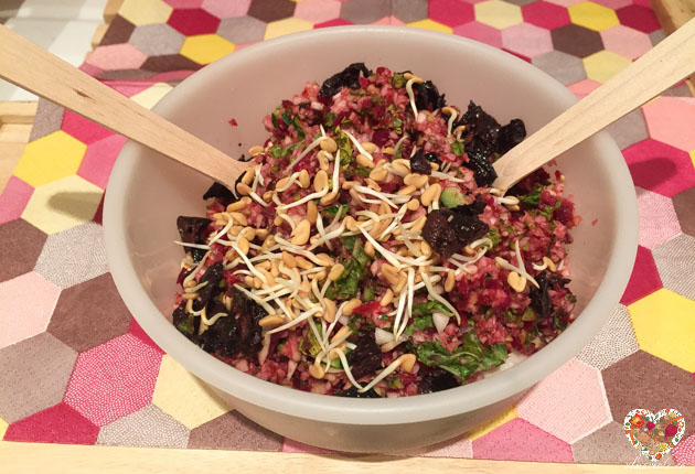 Ensalada crudivegana con vegetales sin gluten