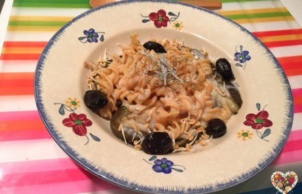 Fideos sin gluten con berenjenas, crema de arroz y curry