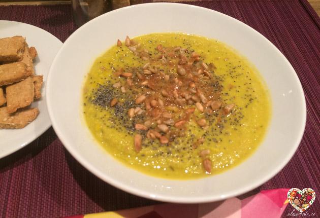 Sopa crema vegana de brócoli y aguacate sin gluten
