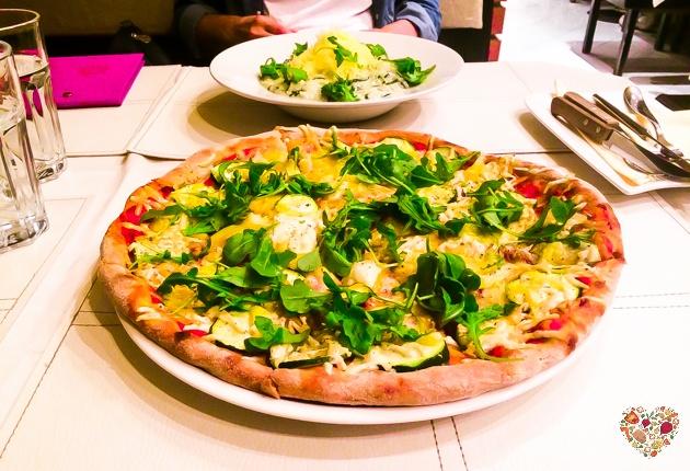 Pizza y risotto en el restaurante Napfenyes