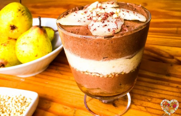 Mousse crudivegana de pera y chocolate con aquafaba
