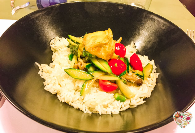 Arroz con vegetales, plato vegano sin gluten saludable