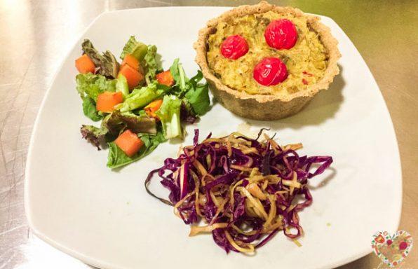 Tarta vegana de puerros, cebolla y champiñones